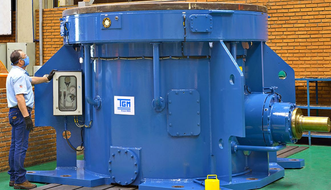 WEG provides maintenance and repair service on a 54-ton gearbox